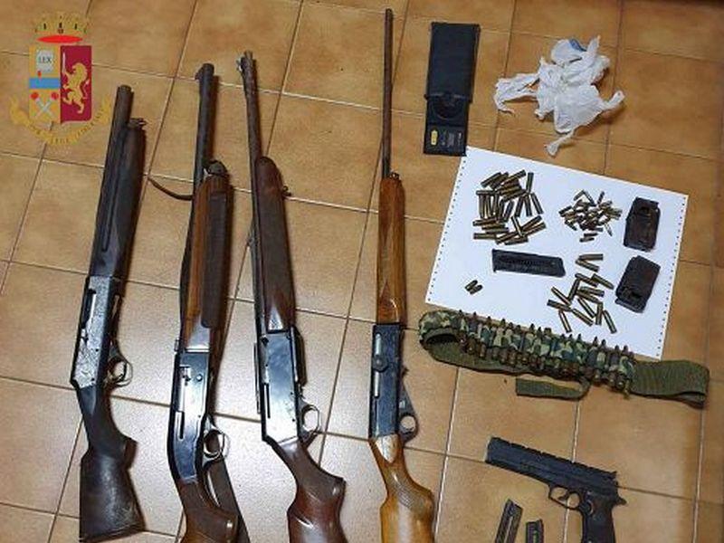 Aveva un arsenale nel magazzino, arrestato dalla Polizia