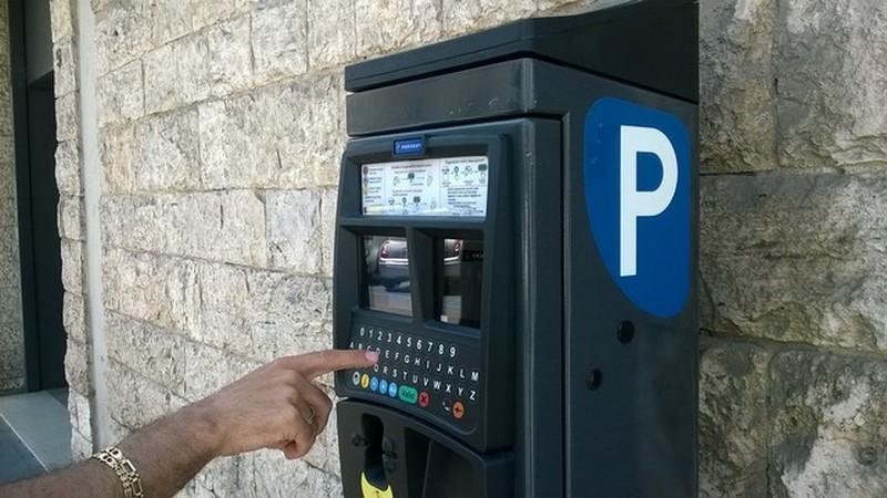 Parcheggi gratis sulle strisce blu, ordinanza prorogata