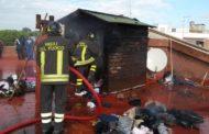 Incendio su un terrazzo, paura in via Cesare Beccaria