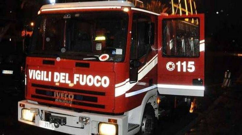 Autocarro in fiamme a Campo dell'Oro
