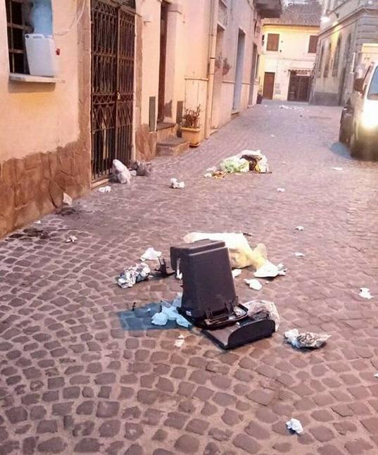 Atti vandalici nel centro storico a Cerveteri, informate le Forze dell'ordine