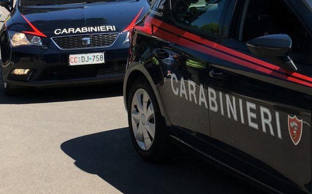 Picchia e rapina la fidanzata, arrestato dai Carabinieri