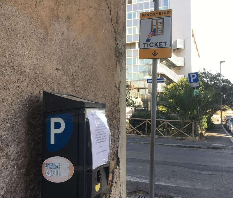 I vandali colpiscono i parcometri