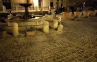 Danneggiata la fontana di Piazza Leandra