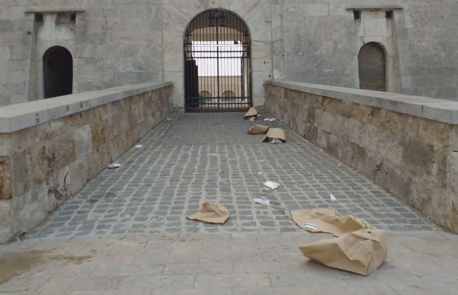 Forte Michelangelo: tolti i cestini, ma il degrado aumentao
