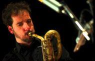 Il musicista Marco Guidolotti domani sera alla Marina