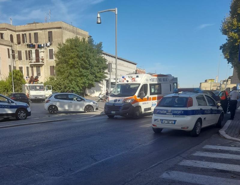 Donna investita in via Roma, trasportata al San Paolo