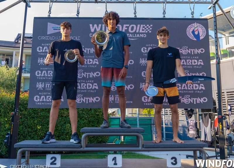 Windsurf, Molentino sul podio tra avversari e versioni di greco
