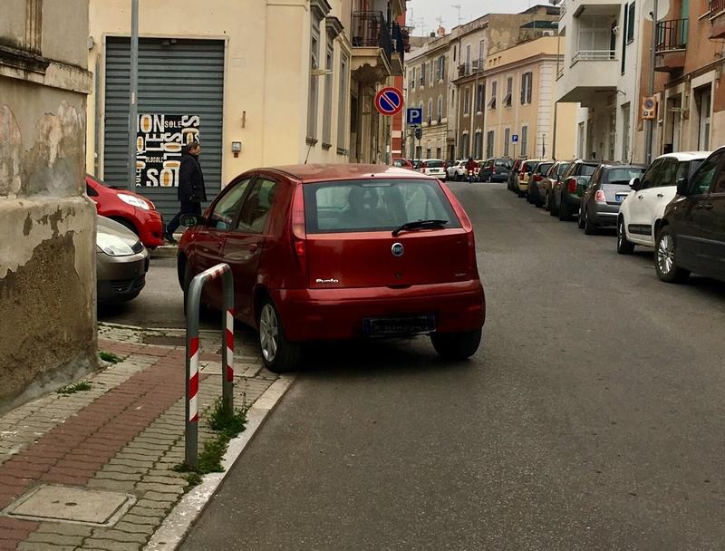 Parcheggio selvaggio in pieno centro