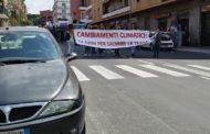 Sciopero per i cambiamenti climatici, non molti studenti e tanti slogan