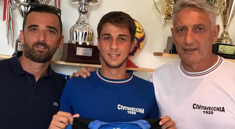 Calcio, il Civitavecchia fa un grande regalo a mister Caputo