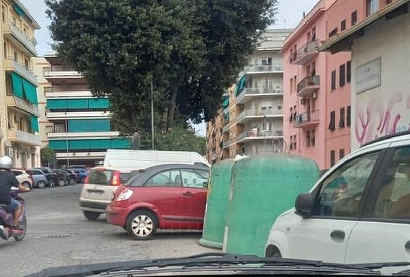 Parcheggi creativi anche a via Gobetti